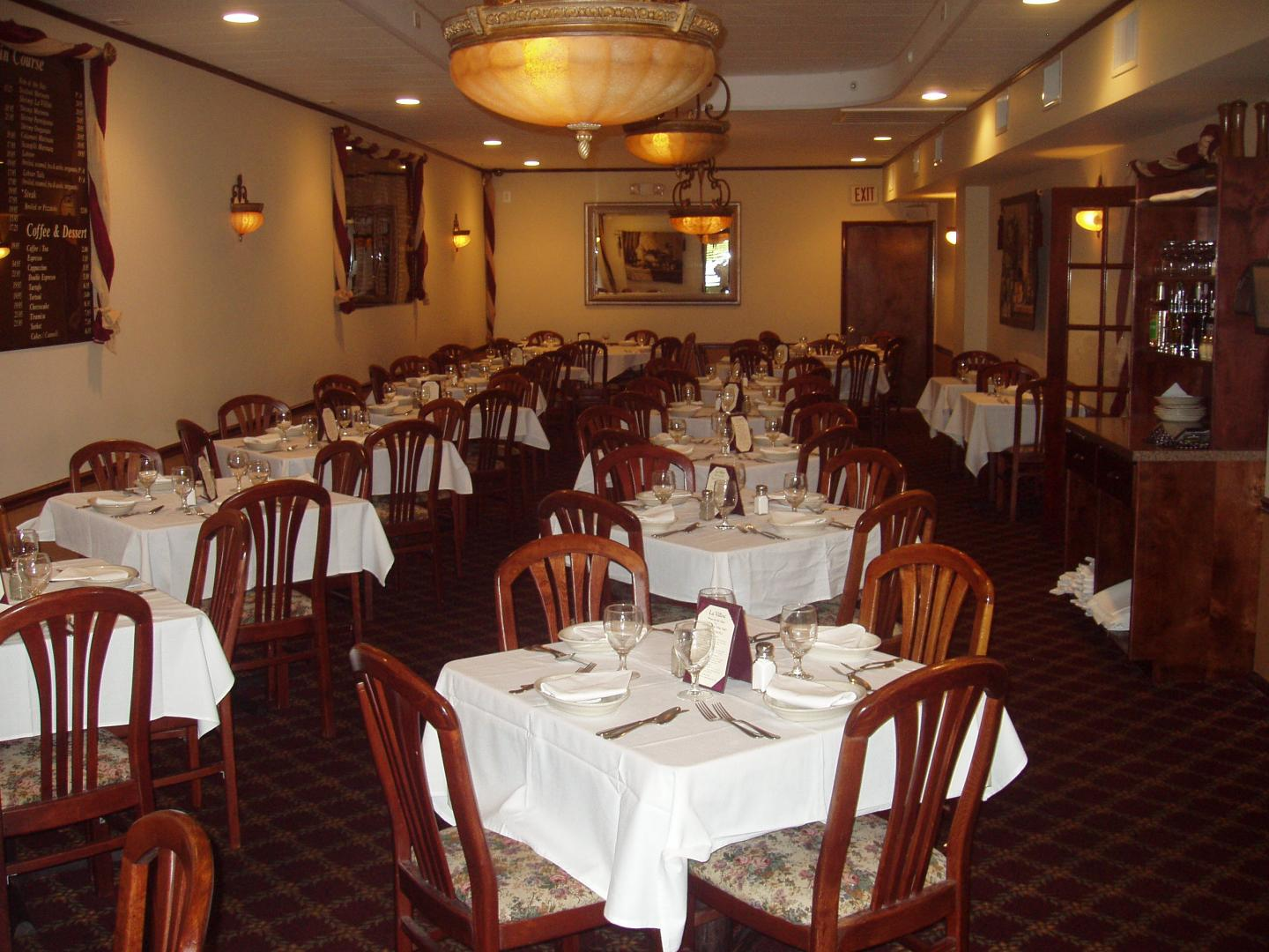 Restaurant East Northport La Villini Italian Restaurant Italian - Family table north port
